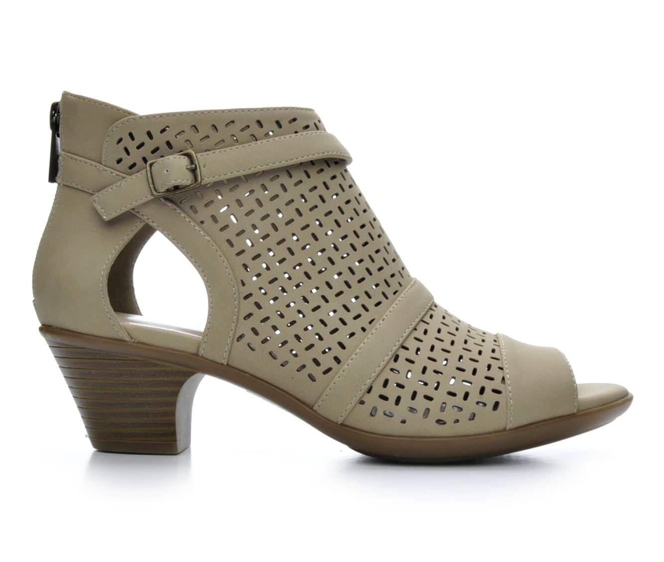 Women's Easy Street Carrigan Shoes Sand
