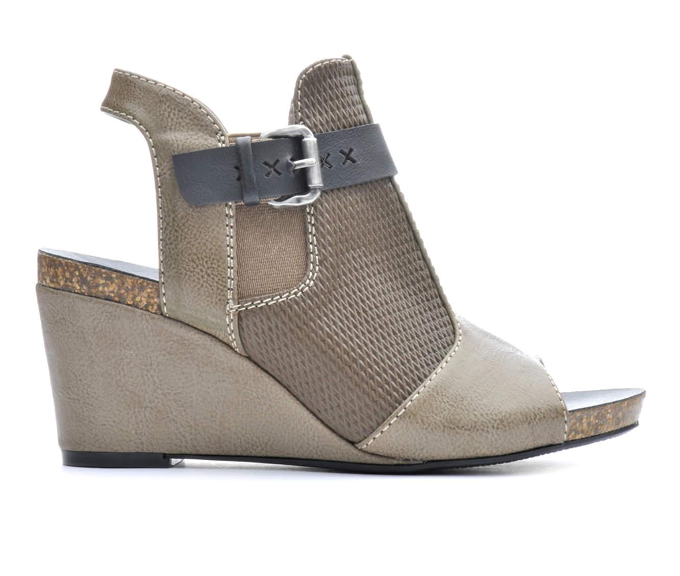 Women's Axxiom Sahara Wedge Sandals (Beige)