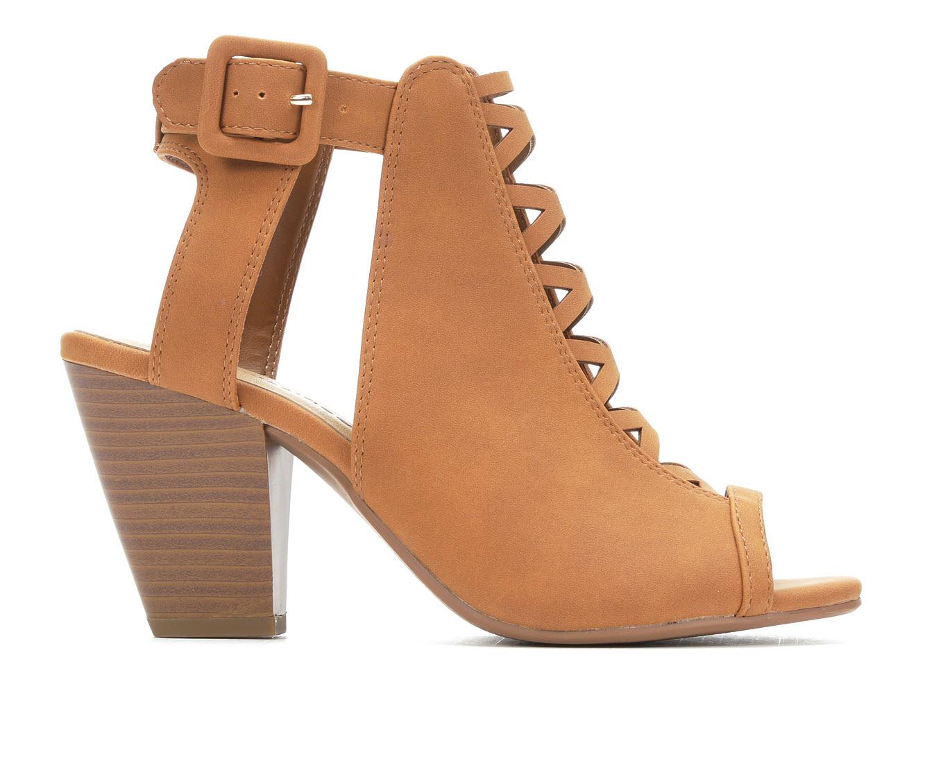 City Classified Taking Women's Dress Shoe (Beige Faux Leather)