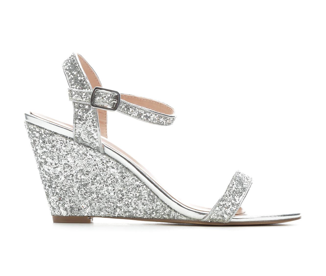 LLorraine Goldie Women's Dress Shoe (Silver Faux Leather)