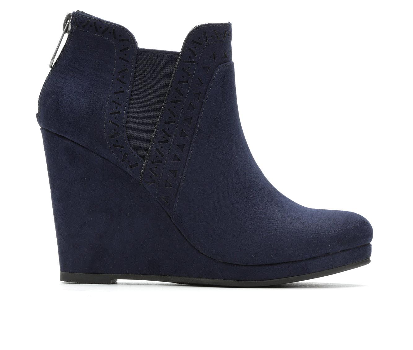 Daisy Fuentes Romance Women's Boot (Blue Canvas)