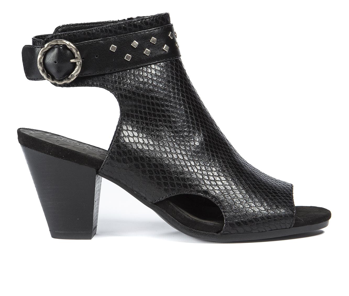 Baretraps Reining Women's Dress Shoe (Black Faux Leather)