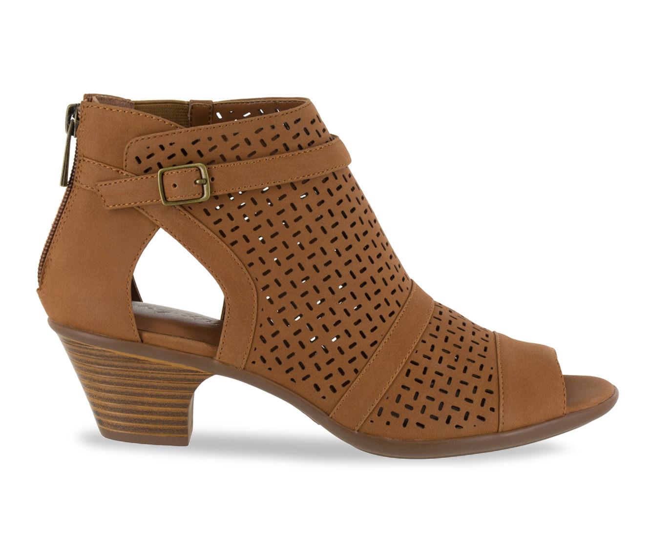 Easy Street Carrigan Women's Dress Shoe (Beige Faux Leather)