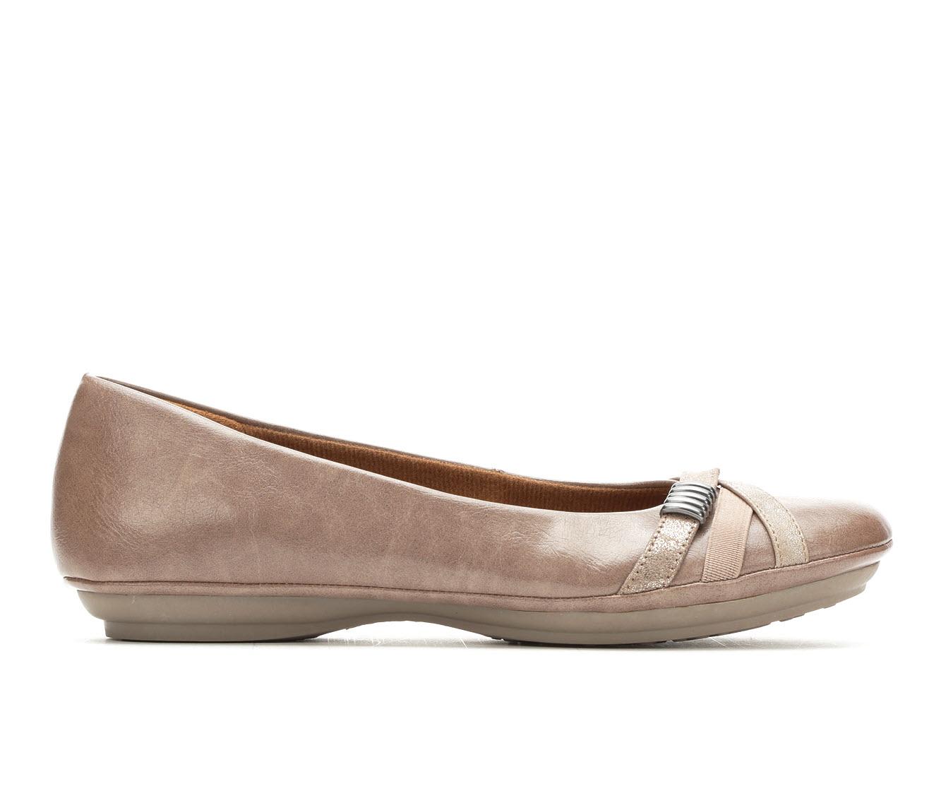 EuroSoft Shaina Women's Shoe (Brown Faux Leather)