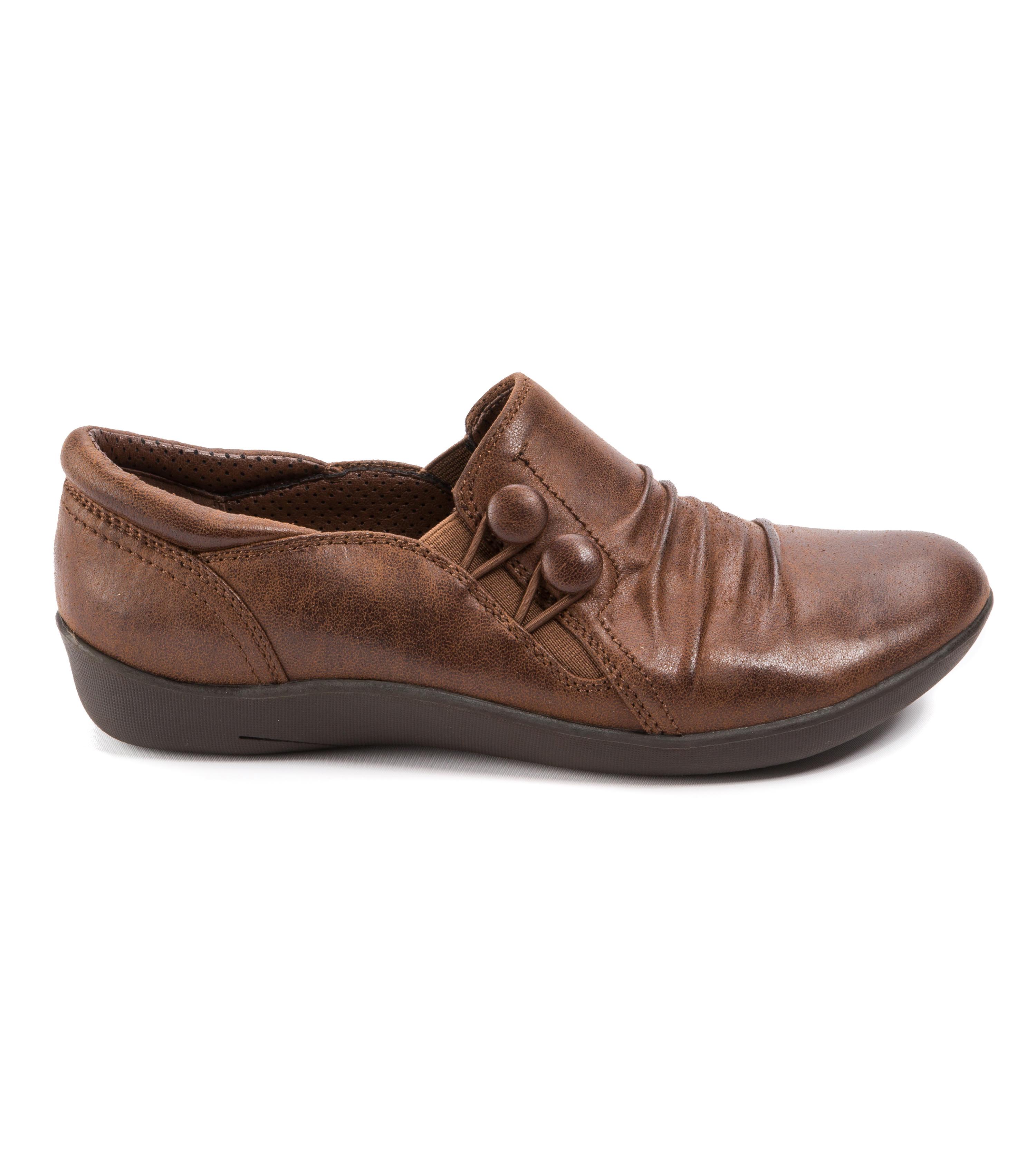 Baretraps Naydia Women's Shoe (Brown Leather)